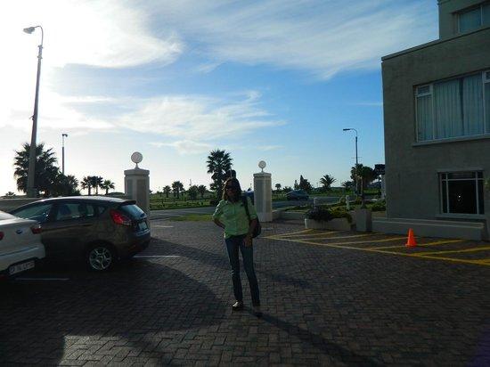 Protea Hotel by Marriott Port Elizabeth Marine : Vista do estacionamento