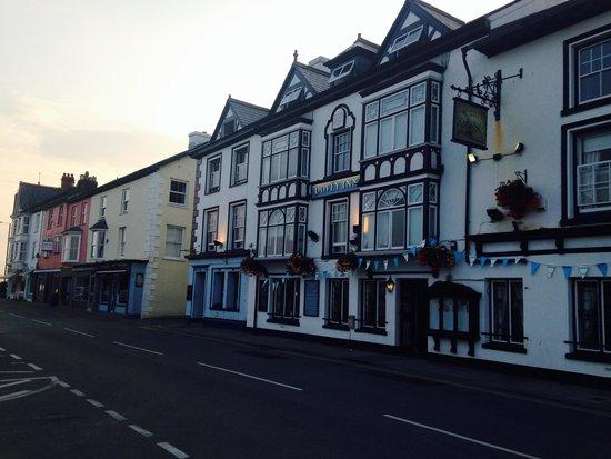 Summer night at The Dovey Inn