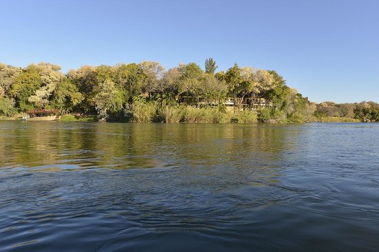 Divava Okavango Resort & Spa: Lodge rooms and restaurant on the Okavango banks