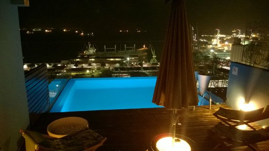 Aram Yami Hotel: the wow factor... Swimming pool on teh top of the hotel