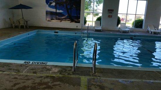 Americas Best Value Inn Albert Lea: pool