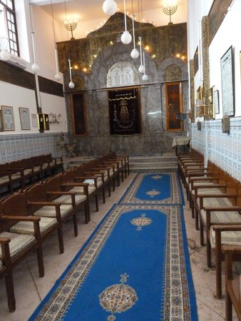 Mellah : nice and cool inside the synagogue