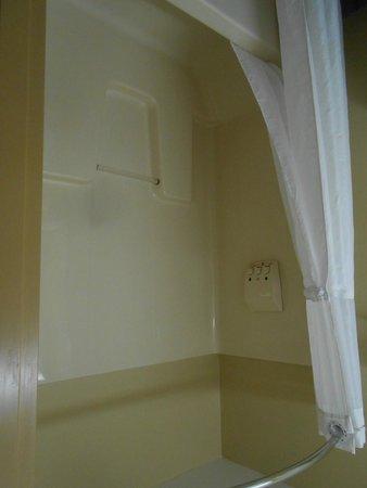 Days Inn & Suites Niagara Falls / Buffalo: Doccia