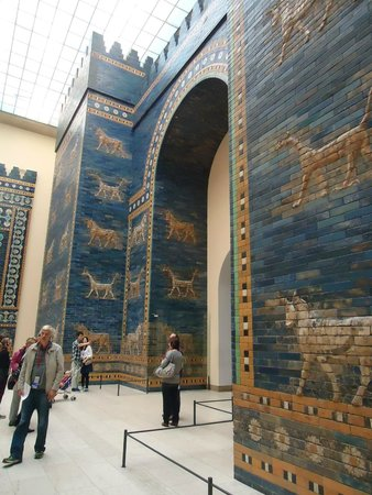 reconstruction of the gate of babylon picture of pergamon museum
