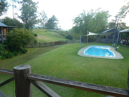 Riverwood Downs Mountain Valley Resort: Swimming pool at the motel