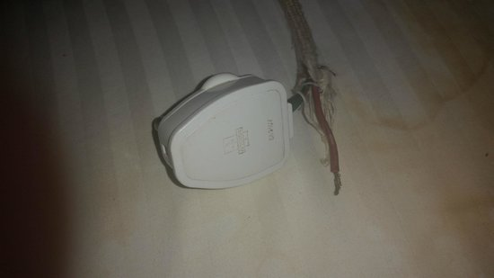 Ramee Guestline Hotel, Juhu: Iron Plug, not working and unsafe