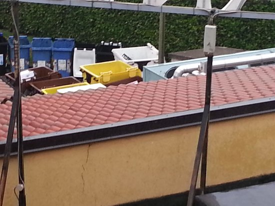 Jet Hotel : View of the bins