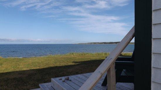 Entente Cordiale Inn: Pied de la terrasse avant