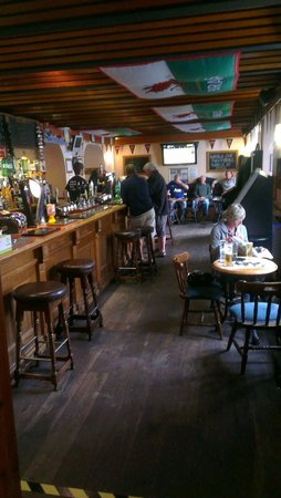 The Captain`s Table: Lovely pub.