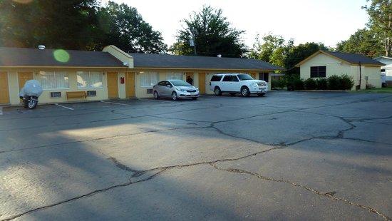 Yellow Diamond Inn Boutique Hotel Parking Area