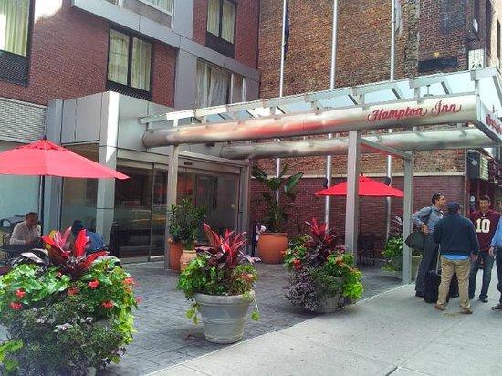Hampton Inn Manhattan-35th St/Empire State Bldg: Outside