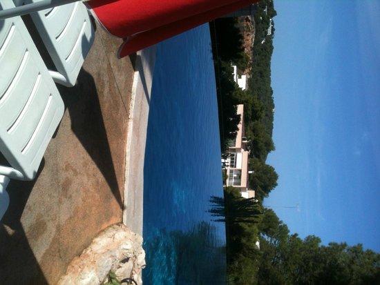 Apartments Del Rey: Infinity pool
