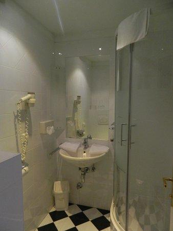 Hotel Papageno: Baño