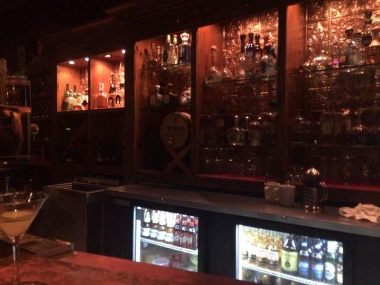 Zapoteca Restaurante & Tequileria: Neat bar