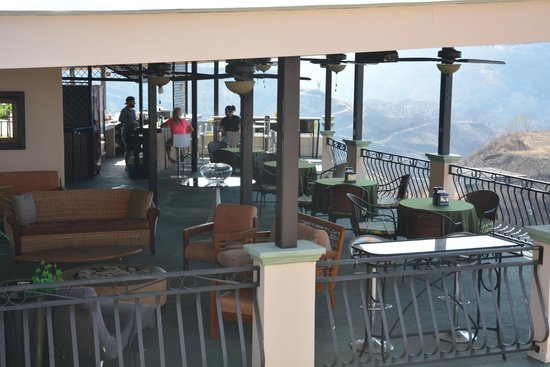 Hotel Chantel Suites: The Open Bar with a Stunning View!
