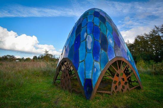 Skulpturpark Billund: PENTAGONIA - Fajance og jern. Dimensioner: 240x220 cm.