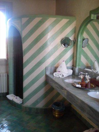 Bagno della stanza: doccia con parete in muratura, molto più ...