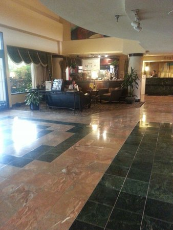 DoubleTree Suites by Hilton Hotel Nashville Airport: Nice lobby