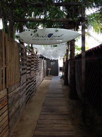 Nivel Mar Beach Club & Restaurant: the entrance if you walk in to the beach