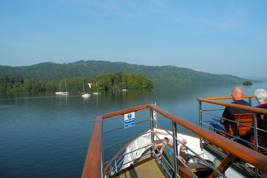 Bowness-on-Windermere, UK: Lovely scenery along Lake Windemere