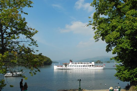 Bowness-on-Windermere, UK: One of the boats for a cruise around the lake