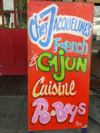 Chez Jacqueline Restaurant: We were drawn in by the music and lively decor