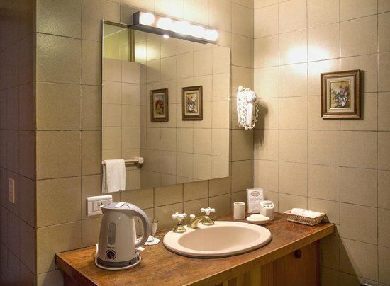 Hosteria Canela B&B: Well-fitted bathrooms