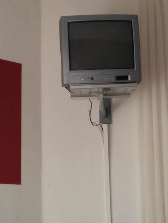 Hotel Victorie : Small, old style TV