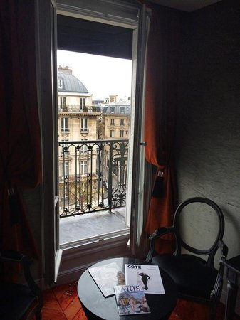 Maison Albar Hotel Paris Champs-Elysées : View of doors leading to balcony. There were two sets of these in room 501