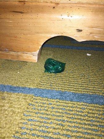 La Quinta Inn & Suites Irvine Spectrum: Found under nightstand