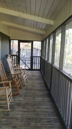 Cloudland Canyon State Park Cabins: Lots of rockers and great views.