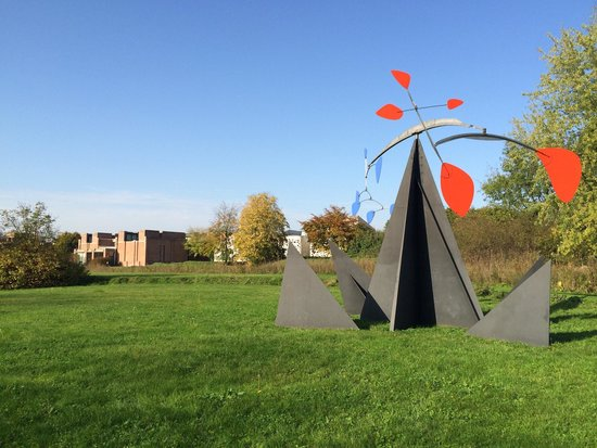 Musée d'art moderne : Spend some extra minuts in this small but great sculpture garden