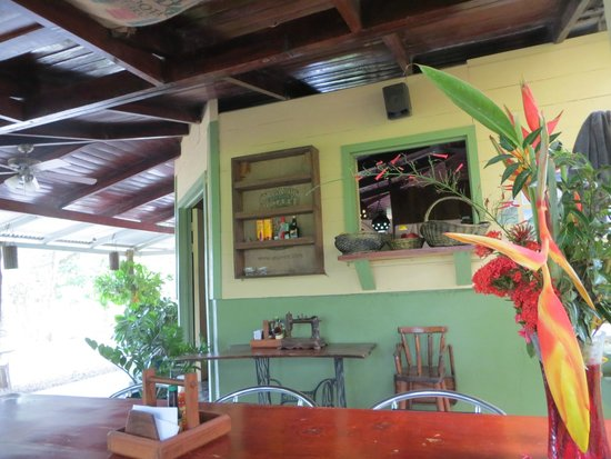 Cabuya Bakery and Cafe: The covered patio seating area