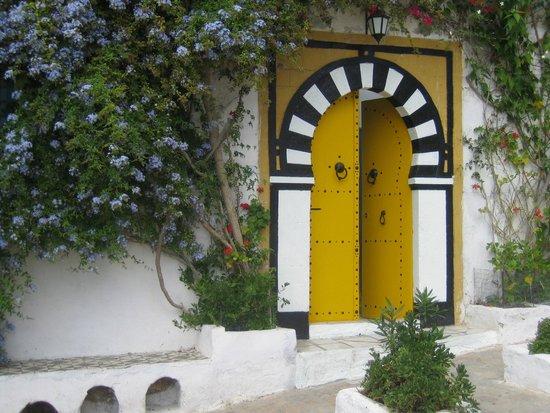 la porte jaune photo de sidi bou said gouvernorat de tunis tripadvisor. Black Bedroom Furniture Sets. Home Design Ideas