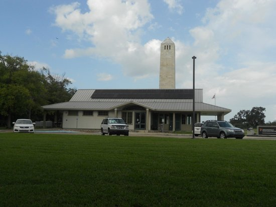 Creole Queen Mississippi River Cruises: Visitor centre at battllfield