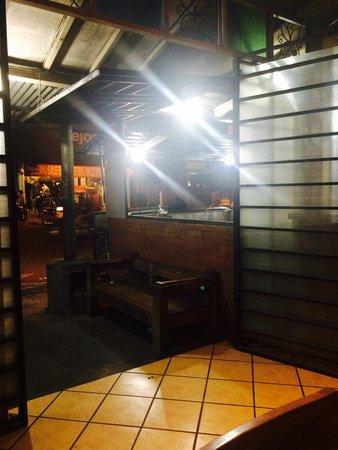 Warung Cak Sule: offene Küche