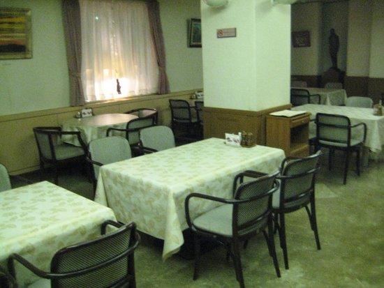 Gotoken Restaurant Yukikawatei: ゆったりとした配置のテーブルのセット