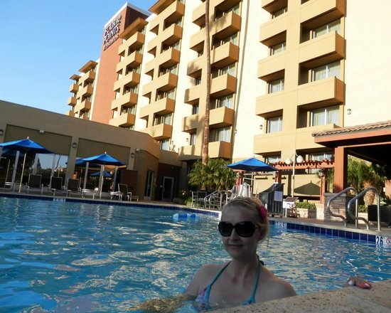 Four Points by Sheraton Los Angeles Westside: Gabi in the pool