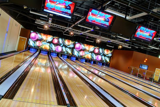 Barnsley Metrodome Waterpark - Calypso Cove: Bowling Alley