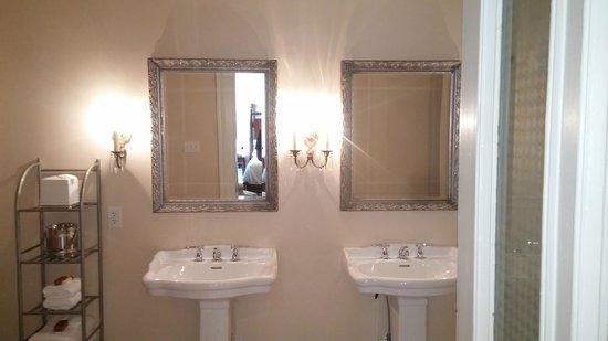 The James Lee House : Bathroom