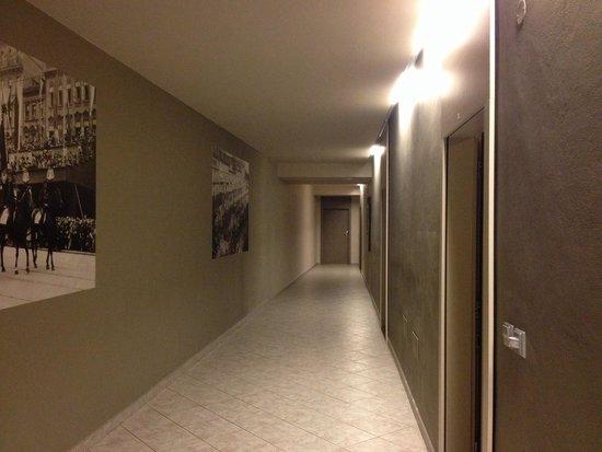 Picasso Apartments: Le couloir