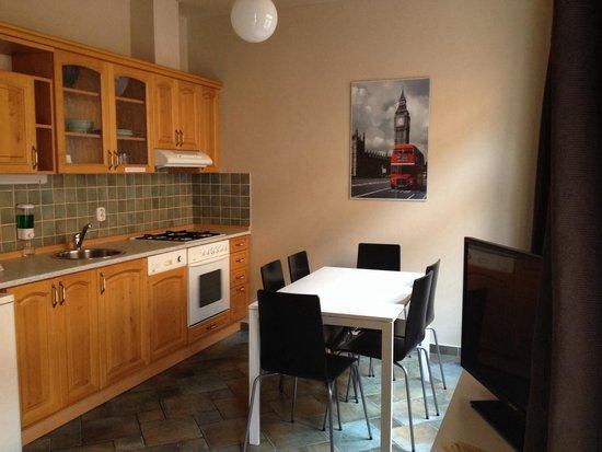 Picasso Apartments: La cuisine