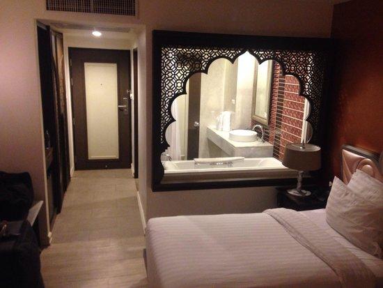 Chambre un peu en bordel photo de chillax resort for Chambre en bordel