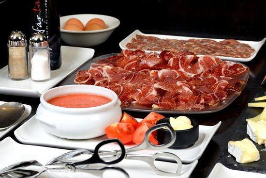 Castillo Gorraiz Hotel Golf & Spa: Desayuno - Selección de Ibéricos