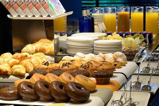Castillo Gorraiz Hotel Golf & Spa : Desayuno - Selección de bollería gourmet
