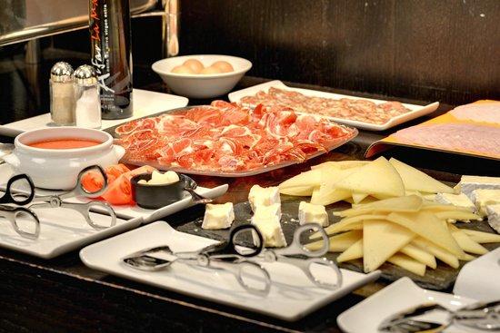 Castillo Gorraiz Hotel Golf & Spa : Desayuno - Selección de quesos