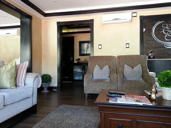 Executive Suites @ 555: Lounge