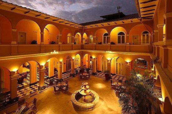 LP Los Portales Hotel Piura: vista plaza cafe