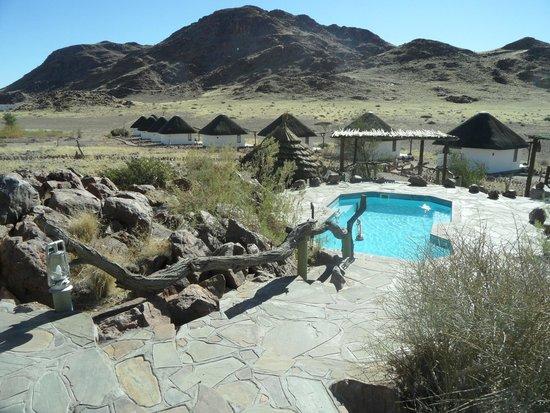 Desert Homestead Lodge: zwembad: https://www.tripadvisor.co.uk/LocationPhotoDirectLink-g479221-d658927-i114969052-Desert_Homestead_Lodge-Namib_Naukluft_Park_Khomas_Region.html