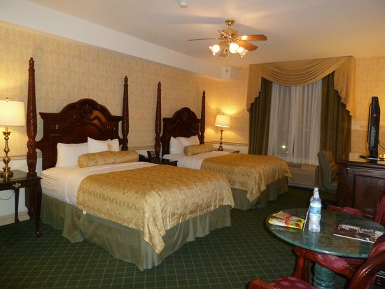 Ayres Hotel Anaheim: Large comfortable beds